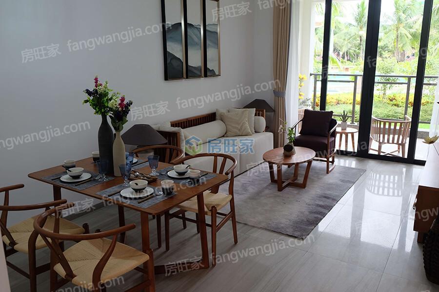 国安海岸高层公寓样板间实景图:客厅